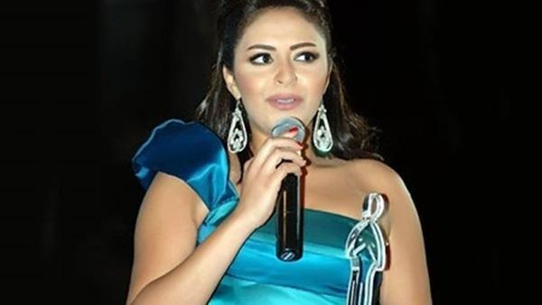 ياسمين نيازي تهنئ جمهورها بعيد الفطر المبارك