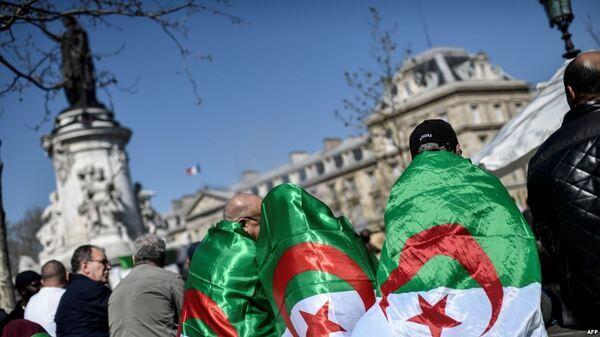 السلطات الجزائرية ترصد 10 طائرات لدعم المنتخب