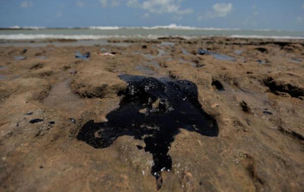 بالصور تسرب نفطى مجهول أدى الى ضرب 130 شاطئ بالبرازيل