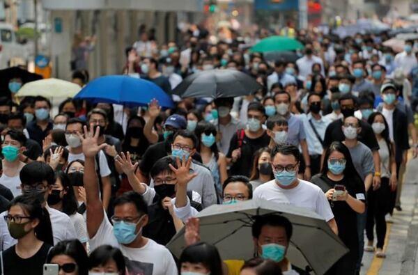 المئات يخرجون إلى شوارع هونغ كونغ للمطالبة بالديمقراطية
