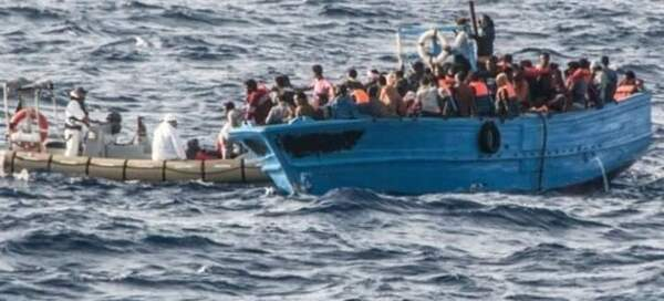 صورة وصول 50 مهاجرًا إلى جزيرة لامبيدوزا الإيطالية بسلام بمساعدة خفر السواحل