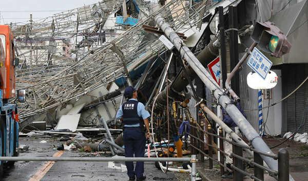 صورة السلطات اليابانية تخلي مناطق يهددها إعصار ميتاج