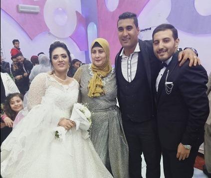 صورة بالصور .. خالد صواف يهنئ صديقة اسلام جمال بمناسبة زفافه
