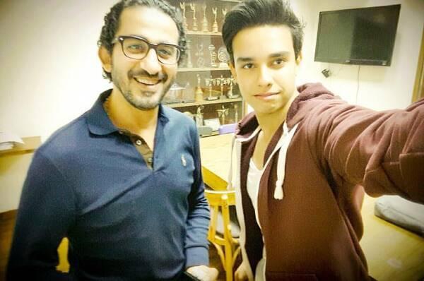 ابراهيم طارق يشارك متابعيه صورة مع أحمد حلمي