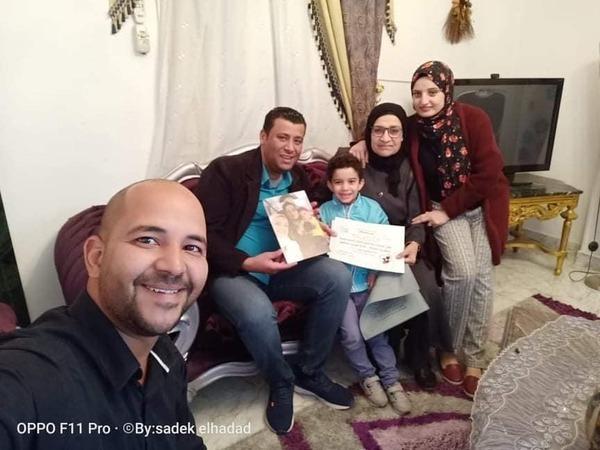 صادق الحداد والدكتور وليد علي يوزعون هدايا عيد الام بالإسماعيلية