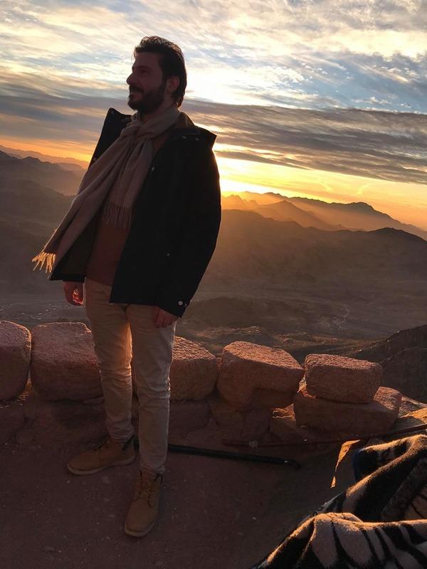 علي منصور فنان يوثق معالم وجمال مصر