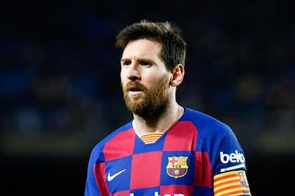 صورة ميسي يقرر إيقاف إجراءات تجديد عقده مع برشلونة