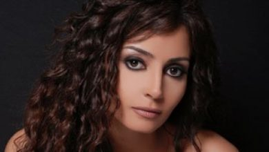 صورة رانيا شاهين تقدم واجب العزاء في وفاة الفنان محمود ياسين