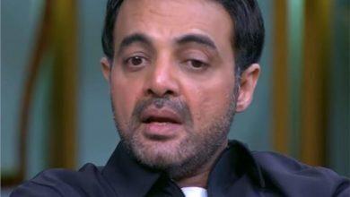 صورة عمرو محمود ياسين يعلن وفاة والده الفنان محمود ياسين