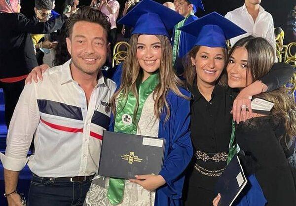 فخور بيكم… أحمد زاهر يحتفل بتخرج بناتة